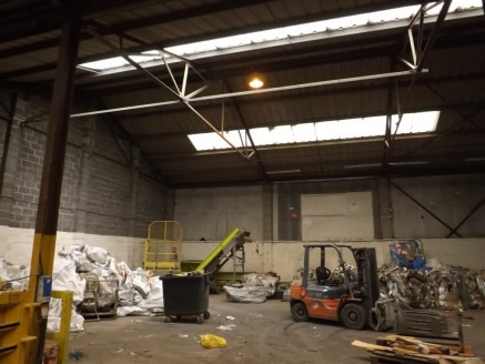 Currently let to a well established company are these modern units.\nLocated in a secure setting, close to M62 and M57 Motorway junctions. Offering on-site loading and parking....