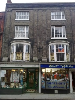 Double fronted 4 storey, grade two listed building dating originally from the 1700's, in busy high street location, with office space above shops to let. We are pleased to offer this 1st floor office with phone and broadband points and communal toile...