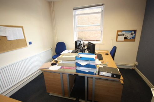 Modern office accommodation in three storey premises with adjoining single storey office block. Net internal area of 550.17m2 (5,922 ft2 ) with parking for approximately 20/25 vehicles. Located on Mary Street (A38) a major arterial road around Taunto...