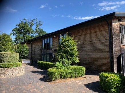 High quality office with warehouse/workshop facility. Pretty rural location Nr Stratford Upon Avon and Henley in Arden. On site car parking in lovely grounds.