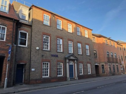 4,660 sq ft - UNDER OFFER\n\nSelf Contained Modern Office\n\nThe property is a three storey purpose built office with direct access from London Road and parking to the rear via Pelican Lane. The property has predominantly brick elevations, double gla...