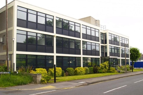 Key Features * Flexible terms * Meet and greet reception * Air cooling * Conference and meeting room facilities Location Phoenix House is ideally located in West Byfleet which is between junctions 10 & 11 of the M25. Trains to London (Waterloo) take....
