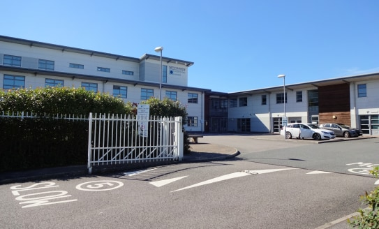 High quality serviced office / light industrial units  Various sizes TO LET