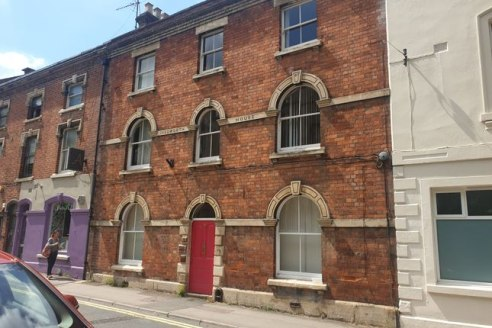 Available immediately<br><br>* numerous size suites available in attractive period building * excellent location close to town centre * parking to rear (subject to availability)...