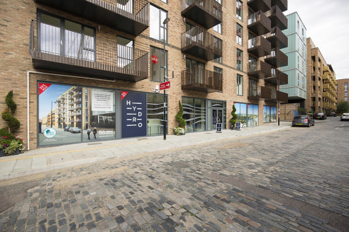 Comprises a ground floor corner B1 office unit with superb frontage within this new build mainly residential scheme. The unit can also be subdivided to create two smaller units.   The development lies approximately 500m from Surrey Quays London Overg...