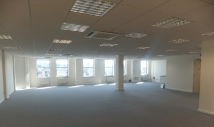 Self contained second floor office  Office suite 165.75 sq m (1,784 sq ft)  TO LET