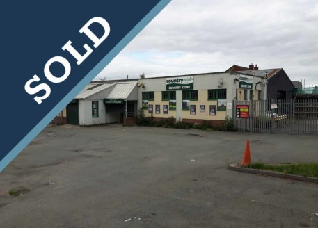 Former Countrywide store. Detached building providing showroom and storage accommodation on a self contained...