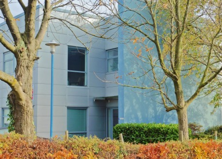 Modern business park development offering flexible contemporary self-contained office, business & industrial accommodation built to a high specification situated within attractive landscaped surroundings with excellent on-site car parking. Comfort co...