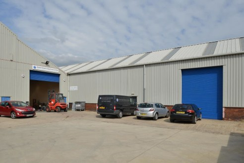 The industrial workshop extends to approximately 9,978 sq ft with the following specification: