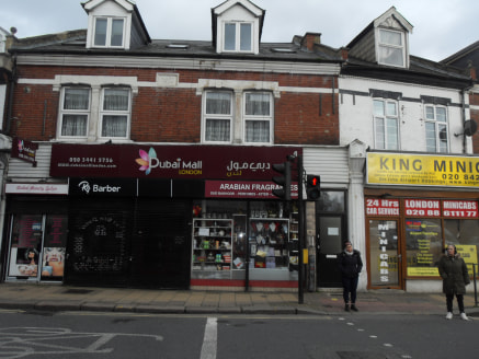 retail unit business lease for sale\n\nalexandra aprk is pleased to offer this perfume/aftershave retail unit lock up with walking distant to Harrow Weald Bakerloo/Overground Station. Rent 12k per annum....