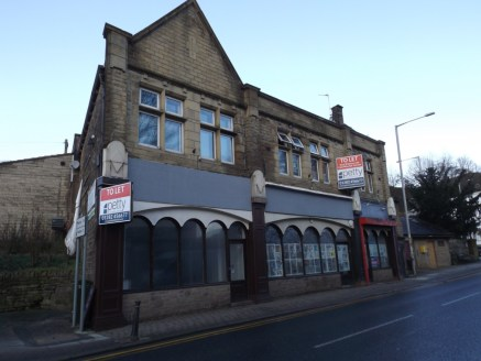 PRIME RETAIL PREMISES WITH HOT FOOD TAKEAWAY PLANNING CONSENT (A5)\n\nLOCATION\n\nThe property is situated within the heart of Barrowford village with an excellent frontage to Gisburn Road. Other retailers in the vicinity include Scruples Menswear, C...
