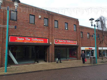 Retail unit to let in Huyton comprising 1,242 sq ft.  The premises are located in a prominent retail position on Derby Road where national retailers include Paddy Power, William Hill, Iceland, Peacocks, Poundstretcher, Boots and Specsavers.