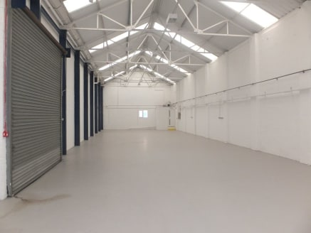 Industrial / Warehouse Unit TO LET  Extending to 309.3m² (3330ft²)   Rent £19,150 pax