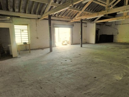 Commercial Unit to let 2438 Sq Ft suitable for various trades