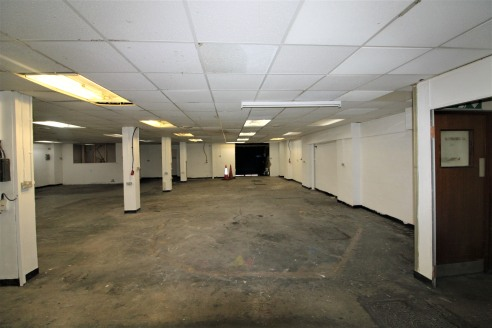 Large Industrial Premises with Secure Yard (approx. 0....