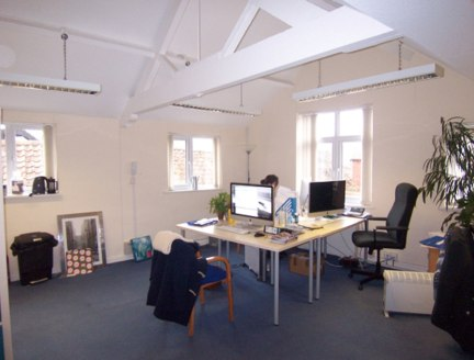 First Floor Town Centre Office To Let.  Approximately 119.37 Sq M (1,285 Sq Ft)  The property comprises first floor office accommodation, centrally situated above a hairdressing salon within Trowbridge town centre. The property has a private intercom...
