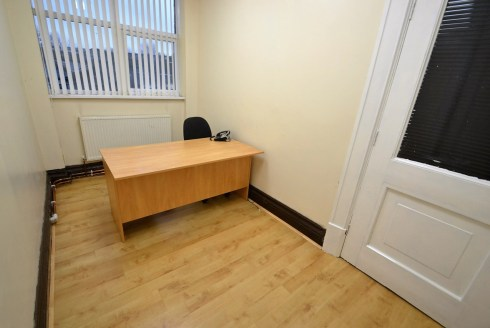 Available now !! C&R City are pleased to offer this office space , situated in the heart of Salford with excellent transport links to Manchester city centre and motorway links such as the M60 and M61 within a short distance of Gyms, shops and the Tra...