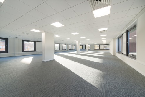 High quality, bright, refurbished and flexible Grade A offices  Grosvenor House benefits from the following specification:  - VRV air conditioning  - Suspended ceilings  - Recessed LG3 lighting  - Male & female WC's on all floors  - 145 on site car p...