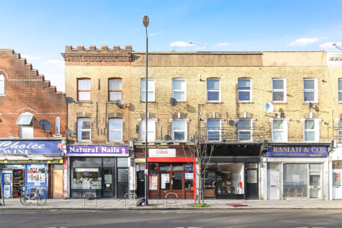 CSJ Property Agents offer this well established Chinese takeaway unit to let in South Wimbledon. 8 Year Leasehold assignment. Gross Internal Area : 1001ft². Rent : £17,000p/a. Premium offers over £30,000.