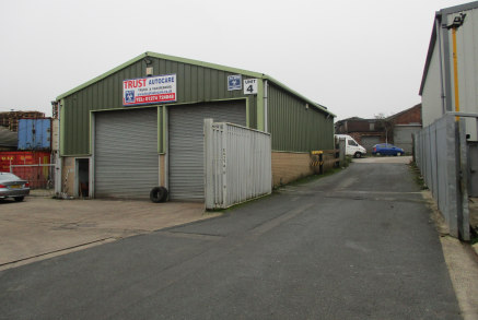 Modern single storey industrial unit situated in an established industrial area. Benefiting from a shared yard, parking and electrically operated roller...
