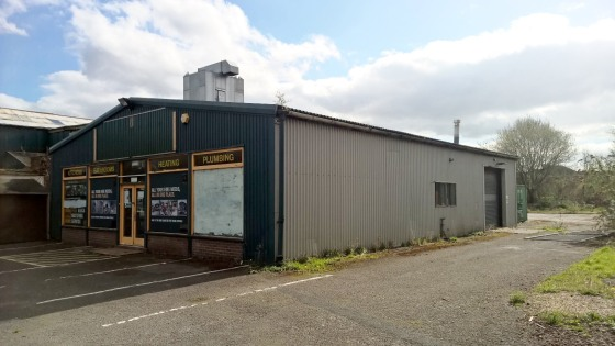 The property comprises a large, regular shaped level site being theformer Builders Merchants of Travis Perkins.  The overall site area extends to approximately 6.61 acres (2.67 hectares) having a number of buildings on the site providing accommodatio...