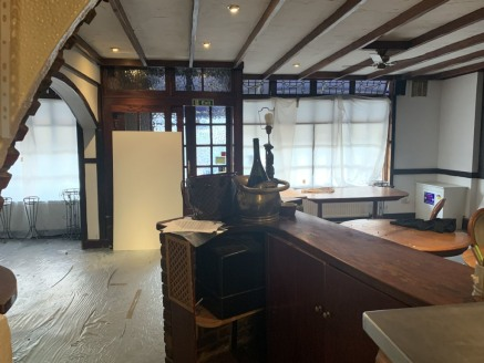 Spacious vacant restaurant available for immediate occupation