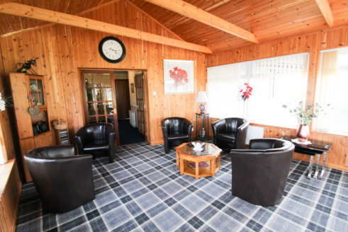 Modern bungalow and separate 2-bed cottage which previously traded as a bed and breakfast and self-catering unit in Drumnadrochit. Includes 3 letting bedrooms and spacious owners accommodation....