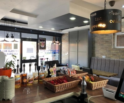 A3 Coffee Shop & Restaurant Located in Nuneaton\n\nLicensed Bar\n\nBrand New Refit\n\n5* Hygiene Rating\n\nRef 2314\n\nLocation\n\nThis outstanding Coffee Shop/Restaurant is located in Nuneaton. Its stands within a prominent and highly visible tradin...