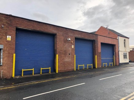 LARGE industrial warehouse in ASTON with three roller shutter doors and minimum eaves height of over...