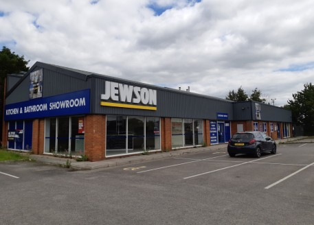 A rare opportunity to purchase a prominent industrial unit with a former trade counter and showroom in a well established business location. The property was previously configured to provide a retail area to the front of the property with a warehouse...