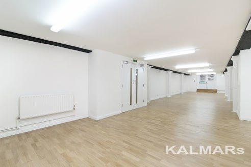 1,240 SQ FT Net Internal Area .(105 SQ M). WESTON STREET. The property is located 200 metres (4 mins walk) away from London Bridge station, with excellent communications serving the Jubilee line, Northern line and Mainline stations. The office is loc...