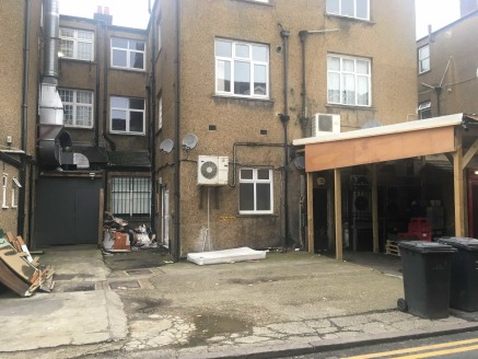 A well proportioned retail A1 use property which has recently been granted A2 (Estate Agents) use. The premises formerly traded as a beauty and hairdressing salon and is fitted for this trade. The property provides approx 1110 sq ft with a net fronta...