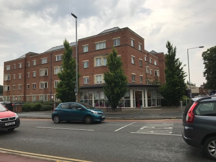 VERY COMPETITIVE PRICE - SIGNIFICANTLY REDUCED  BUY OR RENT  A ground floor property suitable for a wide variety of uses to include showroom / office / financial /professional / beauty / hairdressers / solicitors etc.   Located in a prominent arteria...