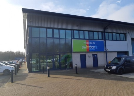 Predominantly first floor suite with separate designated access at ground floor with its own reception and waiting area. Largely open plan office with some demountable partitioning. High quality fit-out. Male, female and disabled w.c facilities, 2 ki...