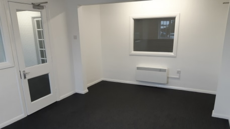 A fully refurbished unit on the popular Lynx Trading Estate to the western outskirts of the town. The unit is available on a leasehold basis as a whole, or it may be split into two smaller units (min size of 4,850 sq ft). The unit includes offices, W...