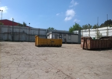 Enclosed/secure yard facility * Concrete...