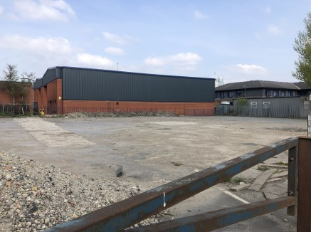 The site is the former location of the Lord Nelson Inn (now demolished) and is adjacent to the Emmanuel Trading Estate. The site is predominantly level and regular in shape with frontage to Holbeck Lane of c 43 m and average depth of c25m.