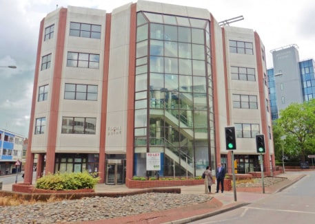 A detached office building occupying a commanding and prominent position in Swindon town centre arranged over 5 floors. Comfort cooling, raised floors, suspended ceilings with Category 2 lighting, two 8 person passenger lifts, impressive full height...