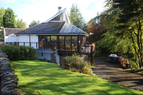 Licensed Restaurant with Six Comfortable Letting Rooms in a Superb Location within Perthshire. * A well-established and highly popular licensed restaurant with rooms in a prominent and idyllic trading location within the ever-popular town of Killin.....