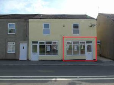 Ground floor hot food takeaway premises. Prominent roadside position on arterial road. Total Net Internal Area 40.2 sq.m. / 432 sq.ft....
