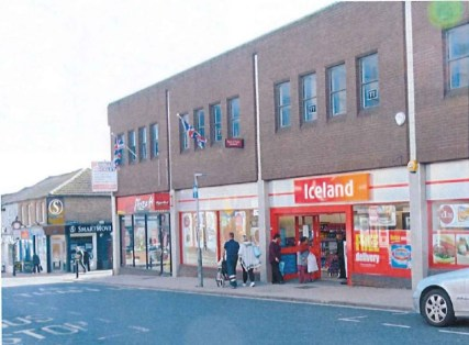 "<p>Mixed used retail and office building adjacent the Wellington Shopping Centre in heart of Aldershot.</p><ul>  <li><span style=""font-size: 1.5em;"">First floor office to let</span></li>  <li><span style=""font-size: 1.5em;"">Prominent town centre loca..."