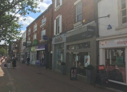 PRIME RETAIL LOCATION  LOCATION  The premises are situated on the southern side of Chestergate which forms the original pedestrianised section of Macclesfield's main shopping area. The entrance to the Grosvenor Centre which is the primary indoor shop...
