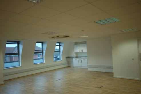 The third floor of 118-128 London Street comprises a self-contained, open-plan office suite with a meeting room. The premises have been refurbished to a high standard and are accessed via an attractive shared lobby with an 8-person passenger lift. Th...