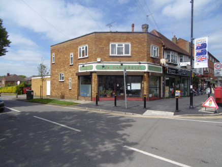 An excellent opportunity to invest in this commercial and residential freehold property on a corner plot of a busy village high street in Harefield. The property boasts its own entrance to the residential premises and rear access via a service road t...