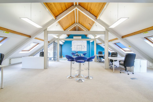 JACOB STREET. (£34 per sq ft) SE1. 1316 SQ FT. 12 MONTH CONTRACT AVAILABLE. A bright, top floor office space located in small period block. This modern office space is self-contained with exposed wooden beams. It boats a large open plan main office a...