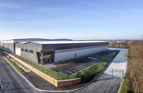 A brand new warehouse / industrial unit of 55,531 sq ft on 2.95 Acres  Immediately available   LH : £6.75 psf  FH : £110 psf