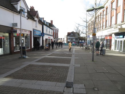 * Highly prominent ground floor unit at the entrance to the centre  * Swan walk is the prime shopping area for Leatherhead  * Occupiers including Next, Sainsbury, Boots, WHSmith, Burton / Dorothy Perkins, Costa coffee and Specsavers  * 280 space car...