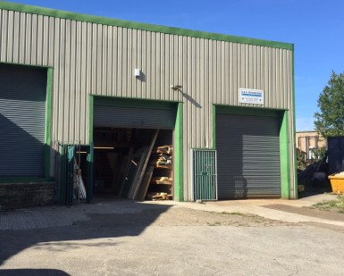 The premises briefly comprises a high bay portal frame unit located close to Elland Town Centre having excellent links to the M62 corridor.  The property benefits from having a solid concrete floor, fluorescent strip lighting and a security roller sh...