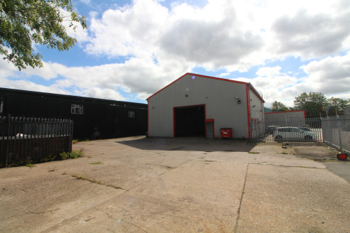 Modern industrial warehouse premises with large 4,000ft2 SECURE YARD in...