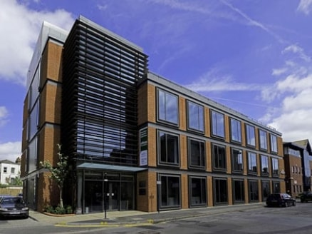 The business centre in Maidenhead Town Centre occupies 3 floors of modern low-rise brick building with wide windows letting in ample light. The building is within easy walking distance of the town's amenities, including hotels, the railway station, b...